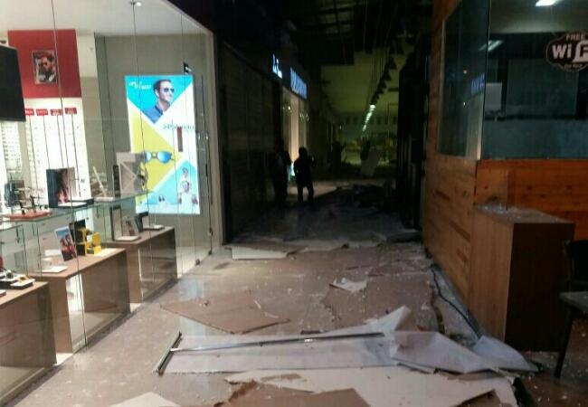 Ruangan sebuah gedung yang mengalami kerusakan paska gempa mengguncang Kota Ambon, Selasa, 31 Oktober 2017 - foto: Istimewa