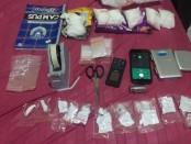 Sejumlah barbuk yang diamankan Polisi dari penangkapan 3 orang tersangka narkotika di Denpasar - foto: Istimewa