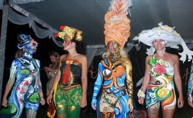 Model Body Painting di event Pesona Mandiri Nusa Dua Fiesta Ke-21 di Peninsula Island, Nusa Dua, Bali - foto: Wahyu Siswadi/Koranjuri.com