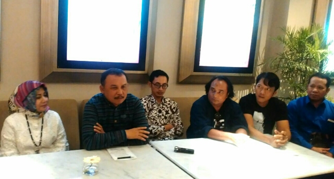 Konferensi pers para pemain film Wage dan Bupati Purworejo Agus Bastian, usai nonton bersama film Wage - foto: Sujono/Koranjuri.com
