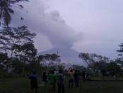 Gunung Agung terlihat dari Pos Pantau Rendang, Kecamatan Rendang, Karangasem, Selasa, 28 November 2017 - foto: Koranjuri.com