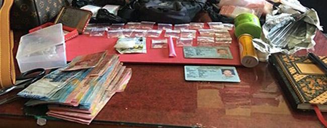 Barang bukti sabu-sabu dan sejumlah uang yang disita polisi dari penggerebegan sebuah rumah di jalan Pulau Batanta No. 70, Denpasar - foto: Istimewa