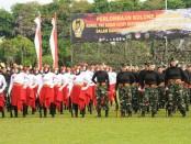 Kowad Kodam IX/Udayana bersama Aparatur Sipil Negara (ASN) dan Persit Kartika Chandra Kirana Kodam IX/Udayana, mengikuti lomba kolone senjata - foto: Istimewa