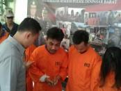 Pelaku Muhammad Duratun Nahsin dengan penadahnya diamankan Polsek Denpasar  Barat setelah 7 bulan melakukan aksi Curat - foto: Istimewa