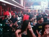 Petugas gabungan melakukan razia di 4 kafe di Denpasar dan Badung. Petugas melakukan pemeriksaan badan, barang bawaan dan tempat serta pengecekan urine terhadap karyawan, pengunjung dan waitrees - foto: Istimewa
