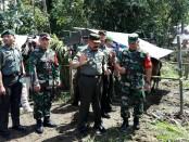 Pangdam IX/Udayana mendatangi pos pengungsi portal Desa Selat, kemudian Pos Pantau Gunung Agung di Rendang dan Pos evakuasi ternak di desa Nongan - foto: Wahyu Siswadi/Koranjuri.com