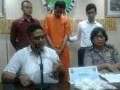 Pelaku pembawa narkoba jenis sabu-sabu seberat lebih dari 0,5 kg yang diseberangkan dari Pulau Jawa ke Bali - foto: Istimewa
