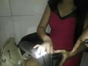 Seorang waitress diperiksa saat terkena operasi Cipta Kondisi Agung II yang digelar Polres Gianyar - foto: Istimewa