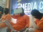 Tiga pelaku WNA yang ditangkap Bea Cukai Ngurah Rai dalam kasus membawa narkotika - foto: Istimewa