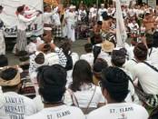 Aksi tolak reklamasi kembali digelar oleh Forum Masyarakat Bali Tolak Reklamasi (Forbali) dan Pasubayan Desa Adat Tolak Reklamasi, Sabtu, 2 Desember 2017 - foto: Istimewa