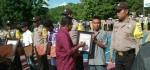 Polri Berikan Penghargaan Kepada 6 Warga di Rote Ndao