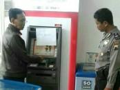 Di mesin inilah kartu ATM milik korban tertelan - foto: Sujono/Koranjuri.com