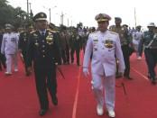 Panglima TNI Marsekal TNI Hadi Tjahjanto memimpin upacara pengukuhan KRI I Gusti Ngurah Rai-332 di Pelabuhan Benoa, Rabu, 10 Januari 2018 - foto: Koranjuri.com