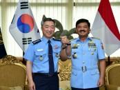 Kepala Staf TNI AU (Kasau) Marsekal TNI Hadi Tjahjanto, S.IP menerima kunjungan kehormatan Chief Of Staff (COS) Republic of Korea Air Force (Rokaf) General Lee Wang-Keun - foto: Istimewa