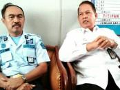 Djoni Priyatno, Kepala Divisi Pemasyarakatan dari Kanwil Kemenkumham Jateng (kanan), bersama Plt Karutan Purworejo, Eko Bekti Susanto - foto: Sujono/Koranjuri.com