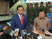 Kesiapan pemberangkatan bantuan ditinjau presiden Joko Widodo dan Wakil Presiden Jusuf Kalla - foto: Istimewa