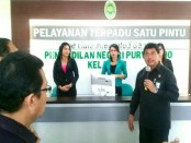 Wakil Ketua PN Purworejo, Sutarno, SH, M. Hum, saat meluncurkan Pelayanan Terpadu Satu Pintu (PTSP), Rabu (14/2), di Pengadilan Negeri Purworejo. - foto : Sujono/Koranjuri.com