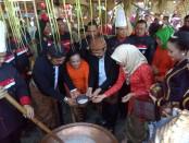 Keterangan foto: Walikota Surakarta, Wakil Walikota beserta ibu saat memasak di FJS 2018