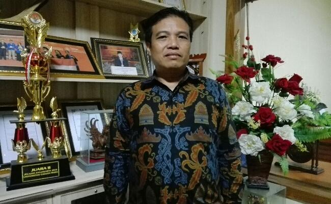 Kepala SMA Negeri 1 Denpasar,  M. Rida, S.Pd., M.Pd - foto: Koranjuri.com