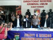 Satu lagi pelaku skimming Warga Negara Bulgaria, Baltov Kaloyan Vasilev (42) ditanggkap, karena melakukan pencurian data elektronik atau skimming di ATM daerah Jakarta Pusat - foto: Bob/Koranjuri.com