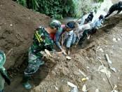 Ratusan anggota Kodim 1611/Badung bersama masyarakat Banjar Pundung, Desa Pangsan, Kecamatan Petang, Kabupaten Badung, bersama warga menyelesaikan pekerjaan pra TMMD yang telah memasuki hari ke-21 - foto: Istimewa