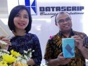 Sales Director PT Datascrip, Liana Setiawan (kiri) bersama Branch Sales Manager, Ahmad Zaki (kanan) - foto: Koranjuri.com
