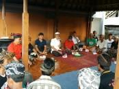 Simakrama di Balai Budar, Dusun  Timbarah,  Desa Paksebali, Kecamatan Dawan, Kabupaten Klungkung, Rabu, 28 Maret 2018 - foto: Istimewa