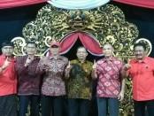 Kelompok masyarakat di empat Kecamatan Kota Denpasar menggelar deklarasi mendukung pasangan Koster-Ace - foto: Istimewa