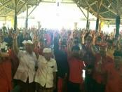 Warga Desa Kusamba, Kecamatan Dawan, Kabupaten Klungkung menyatakan kebulatan tekad memenangkan dan memilih calon Gubernur dan Wakil Gubernur Bali nomor urut 1, Wayan Koster-Tjok Oka Artha Ardhana Sukawati (Koster-Ace) - foto: Istimewa
