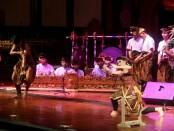 Empat kelompok seni yakni, Sanggar Eka Mandala Putra dari Karangasem, Sanggar Gora Yowana Budaya, Bali Musik Etnik, dan Smara Tantra dari Kota Bengawan, Solo, Jawa Tengah, menyemarakkan pementasan di Gedung Ksirarnawa, Taman Budaya (Art Center) Denpasar - foto: Istimewa