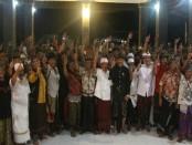 Enam banjar di Desa Tangkas, Kecamatan Dawan, Klungkung, menyatakan kebulatan tekad untuk mendukung, memenangkan dan memilih Koster-Ace pada Pemilihan Gubernur (Pilgub) Bali 27 mendatang - foto: Istimewa
