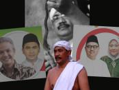 Keterangan foto:Mpu Totok Brojodiningrat pakar astrologi jawa ( Pawukon ) sekaligus pemimpin padepokan keris Brojodiningrat./ Foto : koranjuri.com /dbs