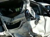 Kendaraan SUV yang ringsek setelah diseruduk bus pariwisata dalam kecelakaan beruntun di depan gerbang masuk obyek wisata Garuda Wisnu Kencana (GWK) - foto: Istimewa
