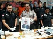Kabid Humas Polda Metro Jaya, Kombes Raden Prabowo Argo Yuwono menggelar konferensi pers terkait penangkapan pengedar narkoba, Kamis, 19 April 2018 - foto: Bob/Koranjuri.com
