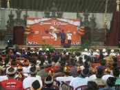 Ribuan warga di Kecamatan Gerogak, Kabupaten Buleleng, menghadiri simakrama Pasangan Calon (Paslon) Gubernur-Wakil Gubernur nomor urut 1, Wayan Koster-Tjok Oka Arta Ardana Sukawati (Koster-Ace) - foto: Istimewa