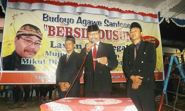 Kadus Lasem, Sutarno membuka sambutan acara bersih dusun - foto: Media/Koranjuri.com
