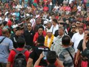 Cagub nomer urut 1 I Wayan Koster berbaur bersama ribuan warga - foto: Istimewa