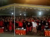 Ratusan warga dari Desa Pakraman Intaran, Sanur, Denpasar menyatakan dukungan kepada pasangan cagub-cawagub nomer urut 1 Koster-Ace - foto: Istimewa