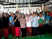 Wayan Koster bertatap muka dengan ratusan warga Kelompok Karya Damai Sidakarya di Balai Pertemuan Kelompok Karya Damai, Dusun Karya Santi Desa Sidakarya, Denpasar Selatan, Kota Denpasar, Minggu, 8 April 2018 - foto: Istimewa