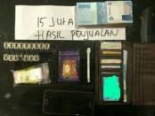 Barang bukti yang diduga hasil dari penjualan transaksi narkoba di Kampung Bonchos - foto: Bob/Koranjuri.com