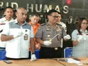 Kabid Humas Polda Metro Jaya Kombes Raden Prabowo Argo Yuwono menggelar preskon penangkapan sabu-sabu dengan pelaku pengusaha - foto: Bob/Koranjuri.com