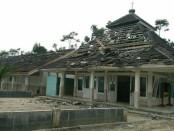Sebuah masjid rusak akibat dampak gempa berkekuatan 4,4 SR pada kedalaman 4 km dengan jarak 52 kilometer Utara Kebumen - foto: Istimewa