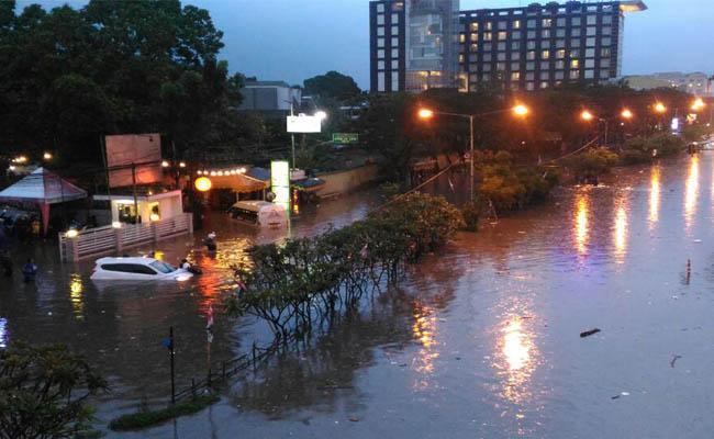 Banjir kembali merendam daerah Pasteur Bandung setelah diguyur hujan lebat pada Sabtu, 21 April 2018, sore - foto: Istimewa