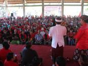 Calon Gubernur Bali nomor urut 1, Wayan Koster menghadiri temu wicara dengan ratusan warga dari 14 desa di Kecamatan Abang, Kabupaten Karangasem - foto: Istimewa