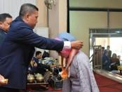 Nuryadin, S.Sos, saat mewisuda siswa kelas XII SMK Kesehatan Purworejo angkatan kedua,  Senin (14/5), di Gedung Wanita Purworejo - foto: Sujono/Koranjuri.com