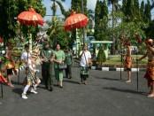 Tradisi Tepung Tawar untuk menyambut pejabat baru di lingkungan Korem 163/WSA - foto: Istimewa