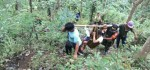 Perjuangan Pengayom Masyarakat Evakuasi Proses Persalinan Warga dari Kaki Bukit
