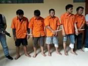 5 pelaku pencurian di 30 TKP yang didambakan hidup oleh Jatanras Ditreskrimum Polda Metro Jaya. Sedangkan 2 pelaku tewas - foto: Bob/Koranjuri.com