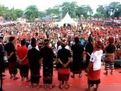 Cagub nomer urut 1 Wayan Koster menghadiri acara Semarak 1 Jalur Denpasar di Lapangan Pegok Sesetan, Denpasar, Minggu (20/5/2018) - foto: Istimewa