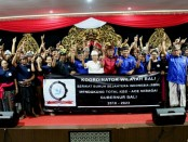 I Wayan Koster bersama ratusan buruh yang tergabung dalamSerikat Buruh Sejahtera Indonesia (SBSI) Provinsi Bali - foto: Istimewa